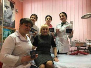 Вручення дипломів косметологам